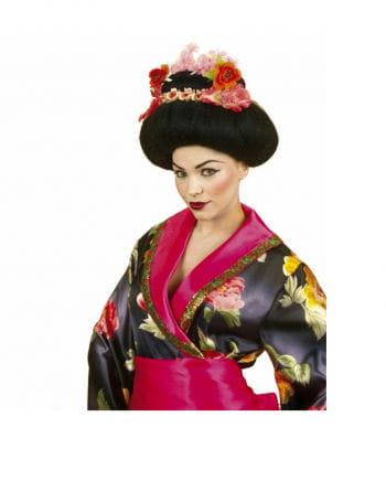 Geisha Percke with flowers