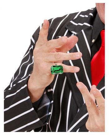 Ring with emerald gemstone