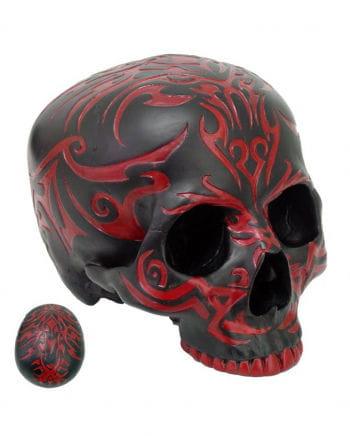 Schwarzer Totenschädel mit roten Tribals