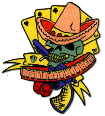 Totenkopf Aufnäher als Bandit verkleidet