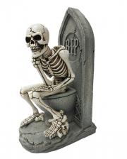 Denkende Skelett Figur auf WC