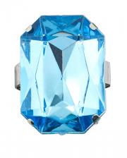 Ring with aquamarine gemstone