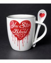 Weiße You Stir my Blood Tasse mit Löffel