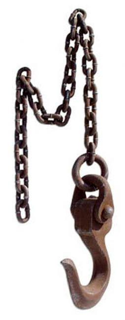 Rostiger Folter Kran-Haken mit Kette