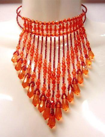 Collier mit Perlen rot