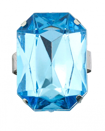 Ring with aquamarine gemstone