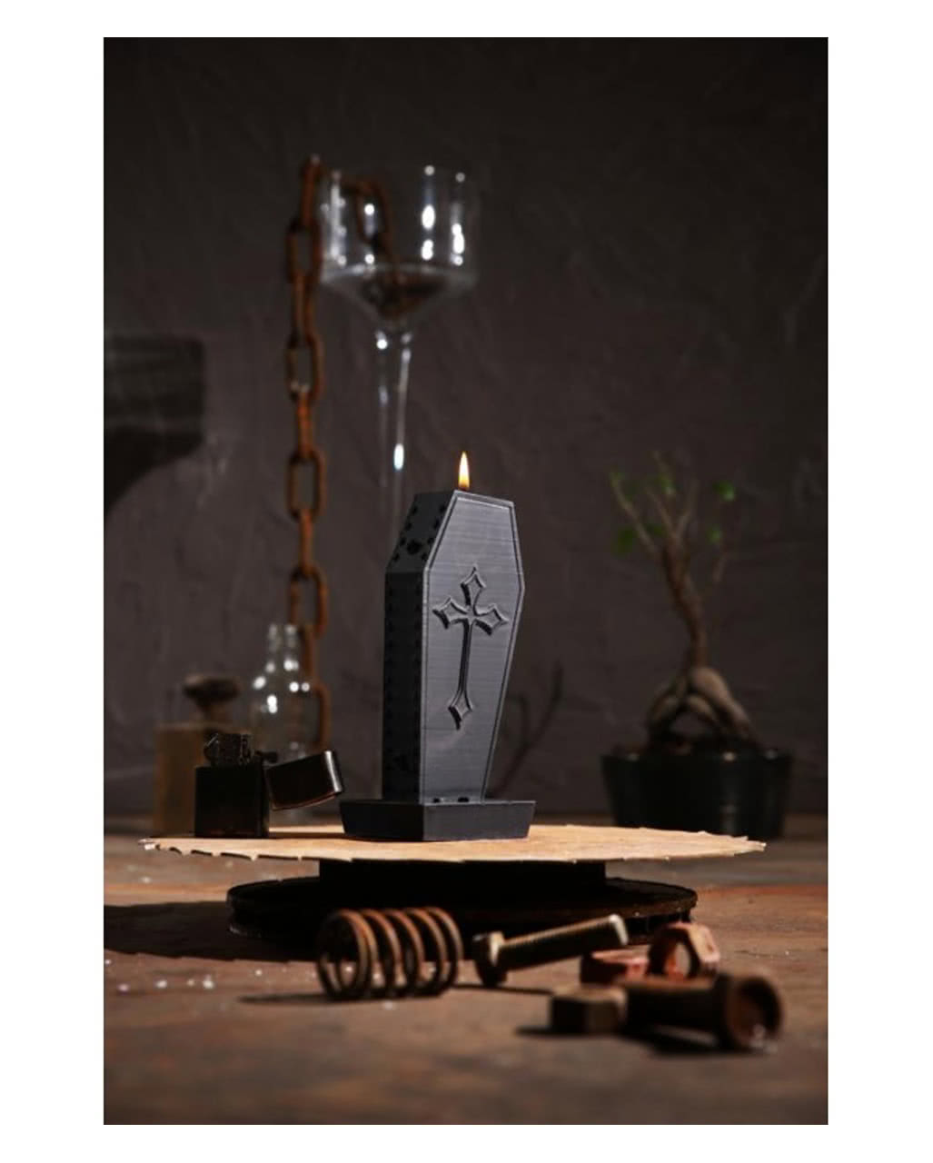 sarg kerze mit kreuz gothic kerze als deko horror. Black Bedroom Furniture Sets. Home Design Ideas
